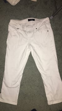 white capre guess jeans Mississauga, L5N 2G1