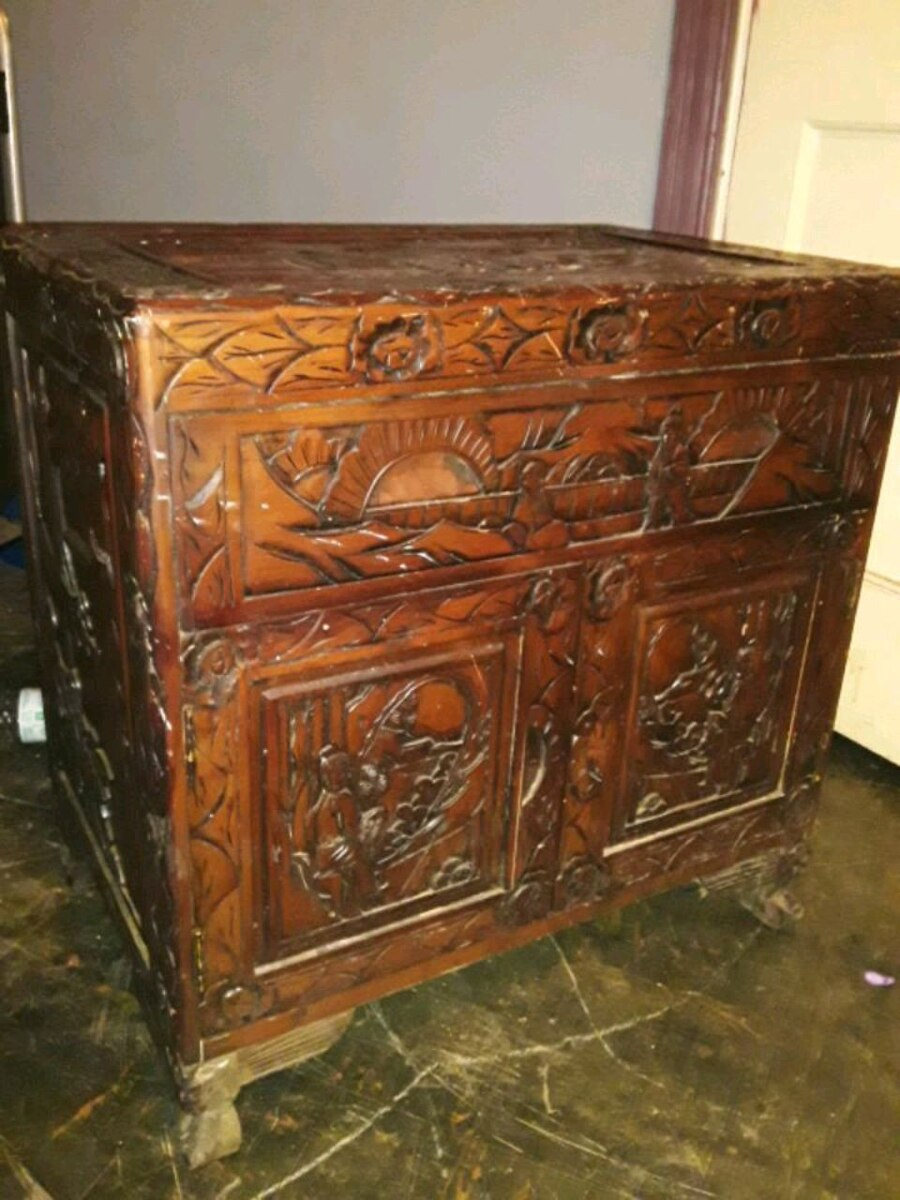 Photo Antique Hand Carved Asian End Table