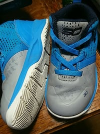pair of blue-and-white Nike basketball shoes Toronto, M3C