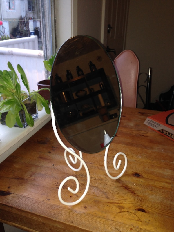 STANDING FACE MIRROR
