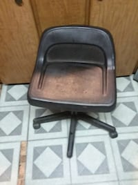 black leather padded rolling chair Newark, 43055