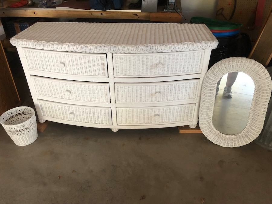 Photo White wicker dresser 6 drawers