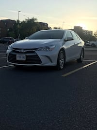 2017 Toyota Camry hybrid xle fully loaded low mileage  Toronto
