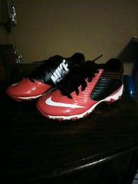 Youth size 2.5 baseball cleats