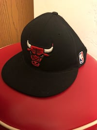 Black and red chicago bulls fitted cap 701 mi