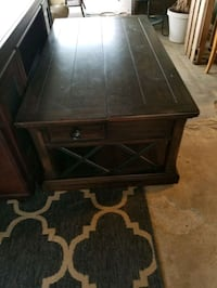 Coffee table and 1 end table  Bakersfield, 93308