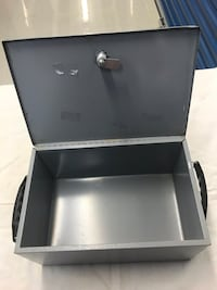 Preowned small safe box. Needs new lock   Tampa, 33619