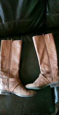 Size 9M leather upper fashion boots! Orono, 04473