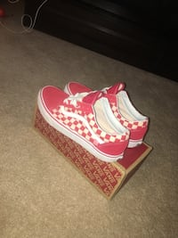 red-and-white checkerboard Vans Old Skool sneakers with box White Plains, 20695