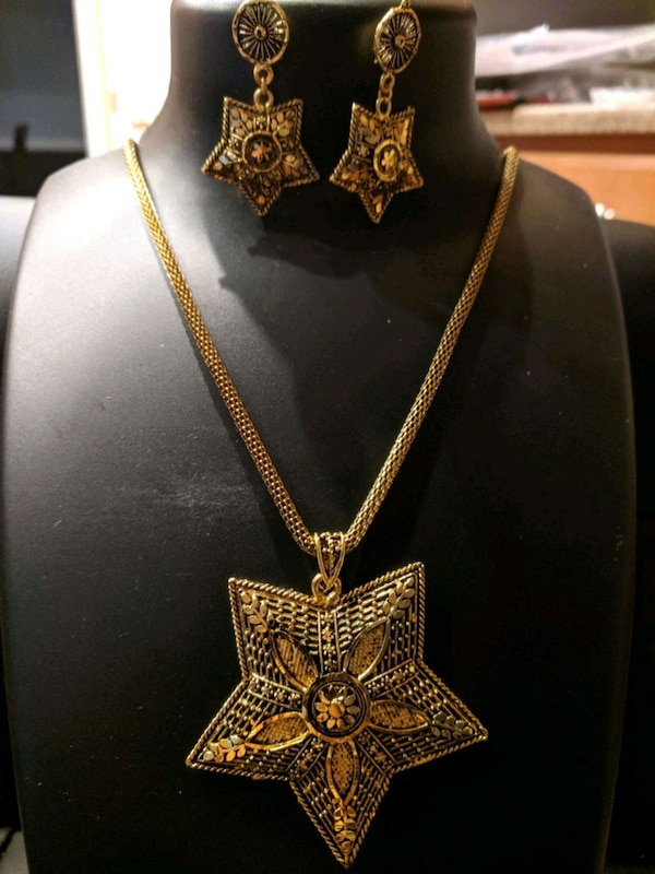 necklace and earrings set 34253ef5-2f83-425e-a58b-f15058f62c61