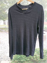 black v-neck long-sleeved shirt Nanaimo, V9R 1S4