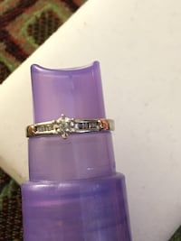 10k DIAMOND RING WITH TWO LITTLE GOLD HEARTS $125 2051 mi