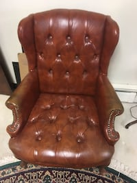 2 Classic Century-Buttoned Leather Library chair(s) Annandale, 22003
