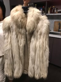 Real fox fur jacket, very good condition 温哥华, V6B 0R3
