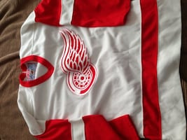 Red Wings youth jersey