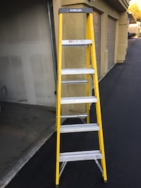 yellow and silver a-frame ladder