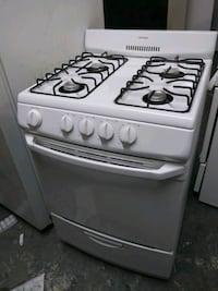 Hotpoint 24in wide gas stove  New York, 10451