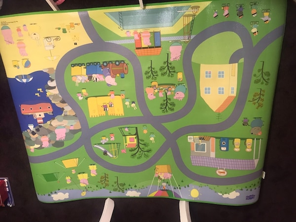 Large vinyl Peppa Pig activity play mat. adc6cccf-2fe9-4657-b2c1-169932e4c5a2