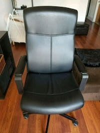 black leather padded rolling armchair Toronto, M3J 0G7