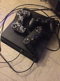 Sony PS4 console with two controllers Birmingham, 35204