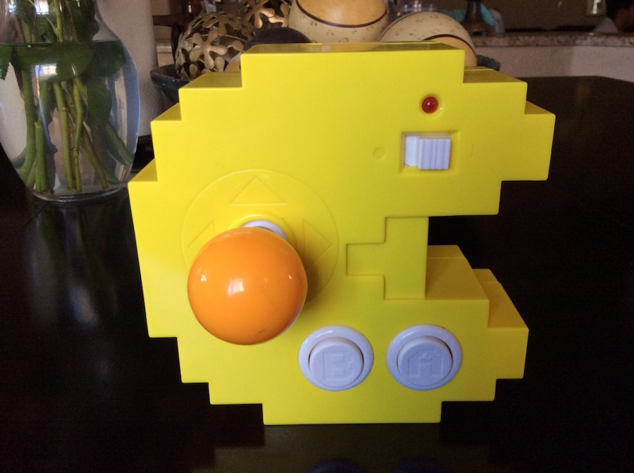 Photo Pac man cideo game (also plays other old game like galaga)
