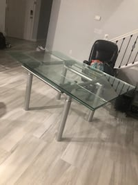 Glass expandable table