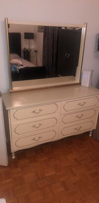 French provincial dresser with original paint and hardware Mississauga, L4Y 3Z7