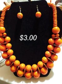 $2.00 Paparazzi orange or pink bead sets Avon, 02322