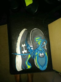 Under armor shoes kids 4.5 no wear or tear. Eugene, 97401