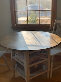 Drop leaf solid wood dining table for 2-4 people. Plus two chairs! Silver Spring, 20901