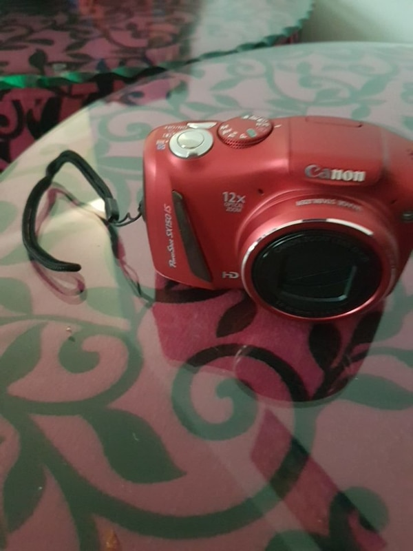 Used red Canon PowerShot digital camera for sale in Montreal