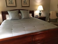 King Bed spread and pillows 163 mi