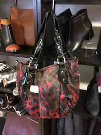 black and red leather tote bag Montréal, H2W 1Y3