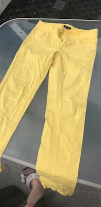yellow straight-cut jeans Kelowna, V1X