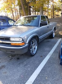 2002 Chevrolet S-10 4WD Extended Cab Base w/3rd Door Williamsburg