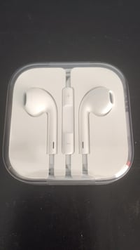 Apple wired earbuds West Grey, N0G