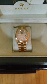 round gold analog watch with link bracelet Montréal, H8N 1T3