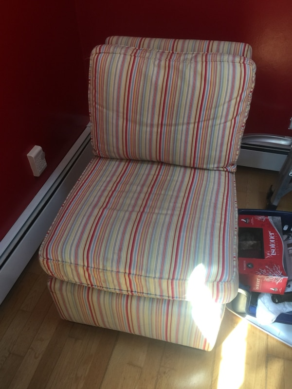 white and red striped fabric sofa chair usado en venta en Sagamore ...