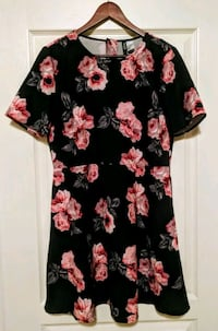 black and pink floral scoop-neck dress Calgary, T4A 0G3