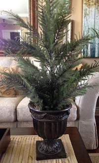 "Topiary faux tree in a urn, 28"", from smoke and pet free home  Brossard, J4Y 2Z6"