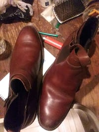 pair of brown leather shoes 41 km