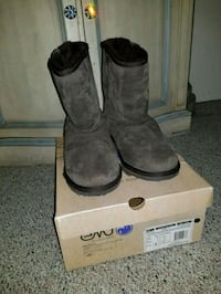Women's Chocolate brown Emu boots, size 9.  Mount Prospect, 60056