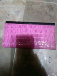 pink and black leather wallet Des Moines, 50320