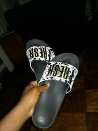 Black and white fresh slippers Capitol Heights, 20743