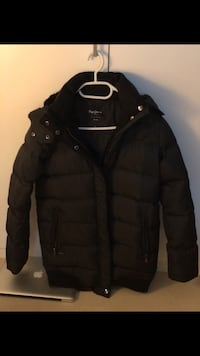 schwarze Zip-Up-Bubble-Jacke