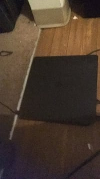 PS4 500 gig lightly used just don't play it comes wit couple of games