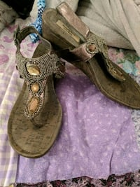 Sandals with beading and small wedged heel New York, 10027