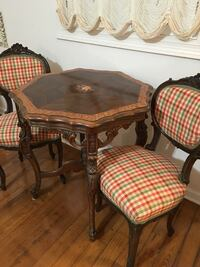 REDUCED to $700 !!!Beautiful Antique table & 2 chairs-ex