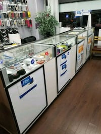 5 counters from cell phone store  Mississauga