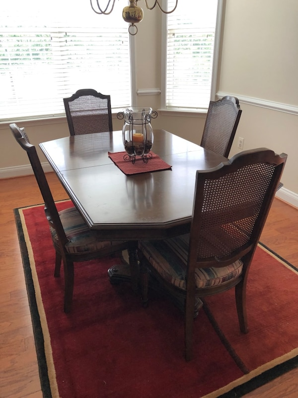 Ethan Allen dining set c8aac728-5603-4c1c-b425-308d91aded4a